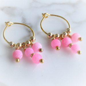 creoler i 14 karat guld på sterlingsølv med pink perler