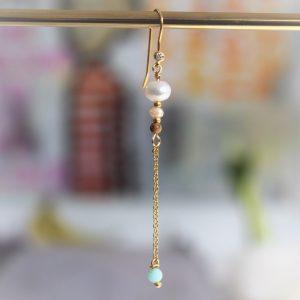 Guld ørering ørekrog med mint farvet perle ferskvandsperle og zirkon