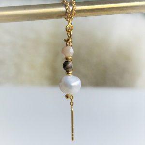 ørekæde i guld med perler og ferskvands perle