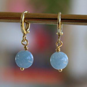 akvamarinblå huggie guld ørering