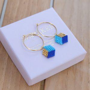 guld Øreringe med blå og forgyldte perler