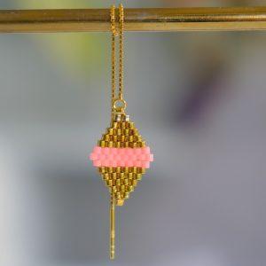 Guld øreringe i forgyldt sterlingsølv med koral og guld farvede perler kædeøreringe