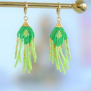 Unika-perleøreringe-grøn-guld-perler-boheme-håndlavede